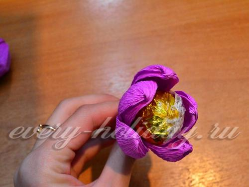 цветок из конфеты