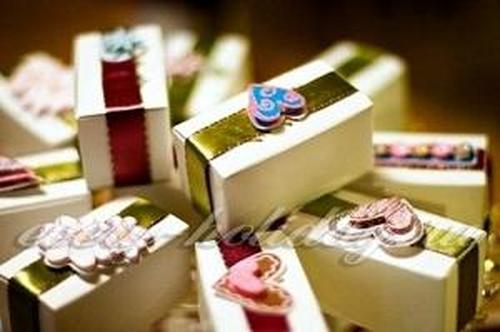 Прикольный подарок молодым на свадьбе