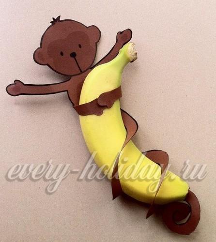 обезьянка на банане