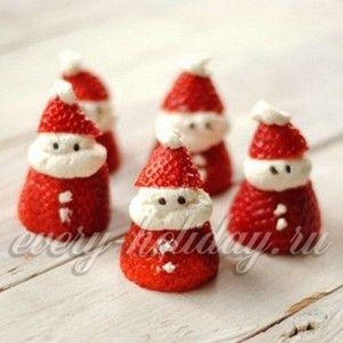 Дед Мороз из пластиковых стаканчиков своими руками, пошагово
