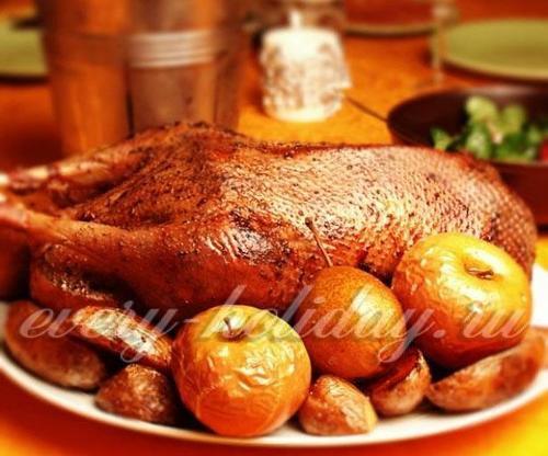Как приготовить гуся в духовке, чтобы мясо было мягким и сочны