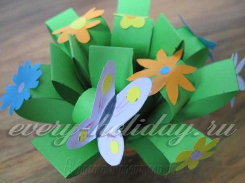 Слегка распрямить «стебельки» зелени и задекорировать их мелкими элементами