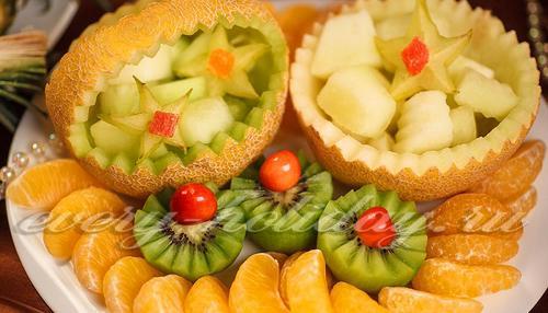 Как красиво нарезать фрукты на стол дома