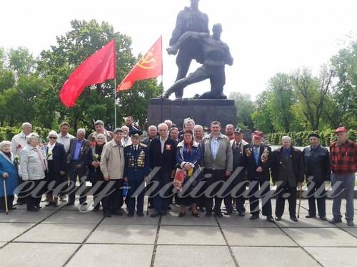 9 май сценарий у памятника