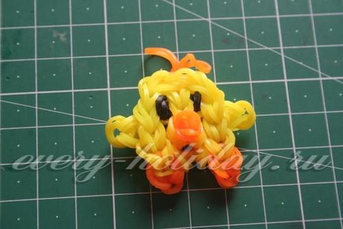 Цыпленок из резинок на станке получается миниатюрный