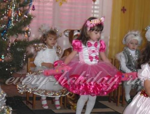 Костюм конфетки для девочки на Новый год своими руками