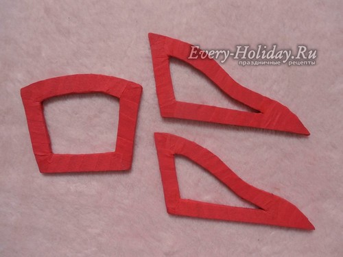 обмотайте открытые участки деталей лентой из красной бумаги