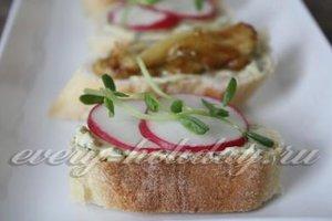 Бутерброды с пикантным чесночным маслом