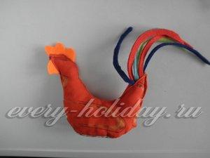 По мере сшивания набивайте внутреннюю часть игрушки синтепоном