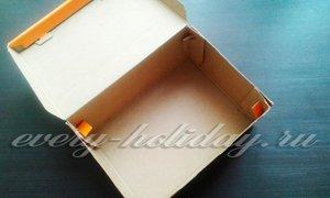 Измерить длину и ширину крышки от коробки и вырезать из бумаги прямоугольник таких же размеров