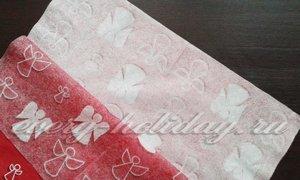 отделить верхний яркий слой, нижний слой салфетки со слабым отпечатком сохранить