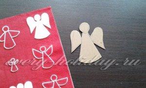 Из обрезков картона вырезать фигурку ангела