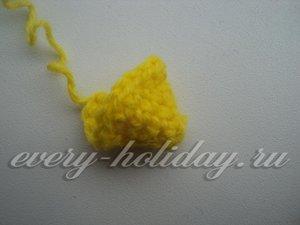 Свяжем желтый клюв петушку
