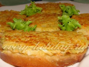 Готовые горячие бутерброды с картофелем