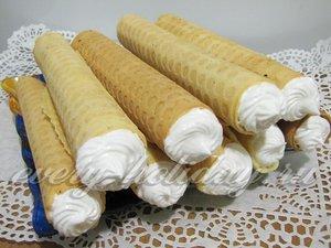 Вафельные трубочки с кремом готовы