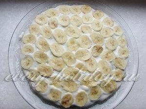 Выкладываем бананы на крем