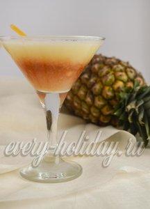 Рецепт коктейля с десертным вином и ананасом