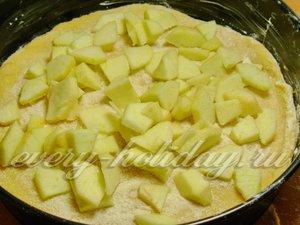 Посыпаем яблоками