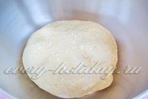 Замесите мягкое тесто