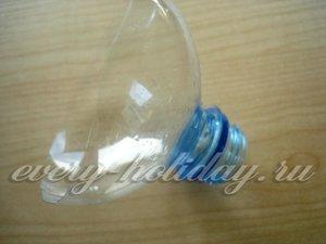 отрезать у пластиковой бутылки горлышко