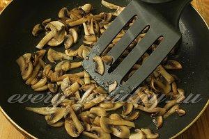 грибы обжариваем