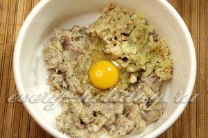 добавить батон и яйцо