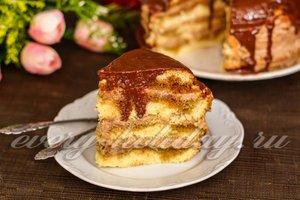 Домашний бисквитный торт с шоколадной глазурью