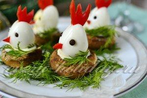 Новогодняя закуска из шампиньонов и яиц