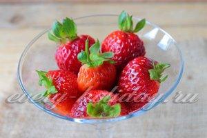 выложить ягоды