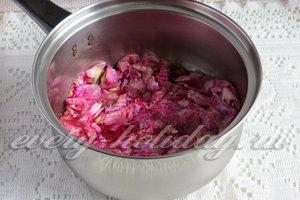 залить сиропом лепестки