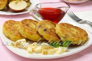 Творожники с изюмом, рисом и яблоками: рецепт с фото