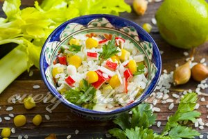 Салат из крабовых палочек, рецепт с фото очень вкусный с рисом