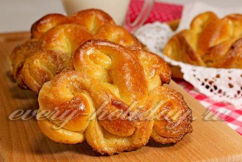 "Дрожжевые булочки с корицей и сахаром ""Тюльпаны"""