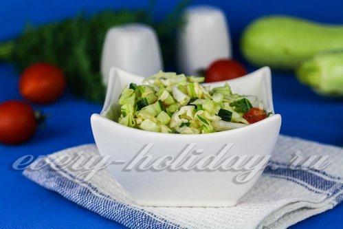 Легкий салат из сырых овощей