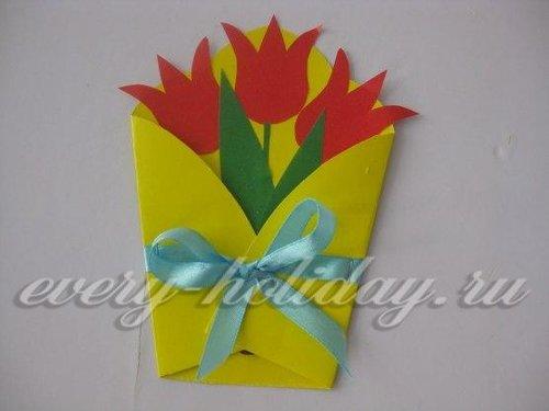 4. По желанию конверт можно украсить атласной лентой