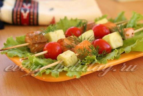 Шашлычки из форели с кабачком и помидорами-черри в духовке