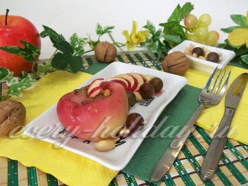 Запеченные яблоки с орехами и медом в микроволновке