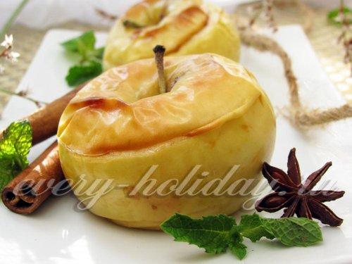 Сладкие печеные яблоки в микроволновой печи