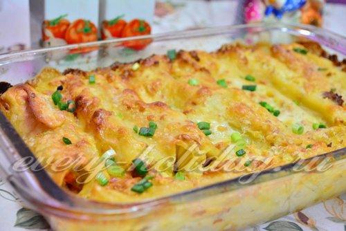 Каннеллони с фаршем под сырным соусом в духовке