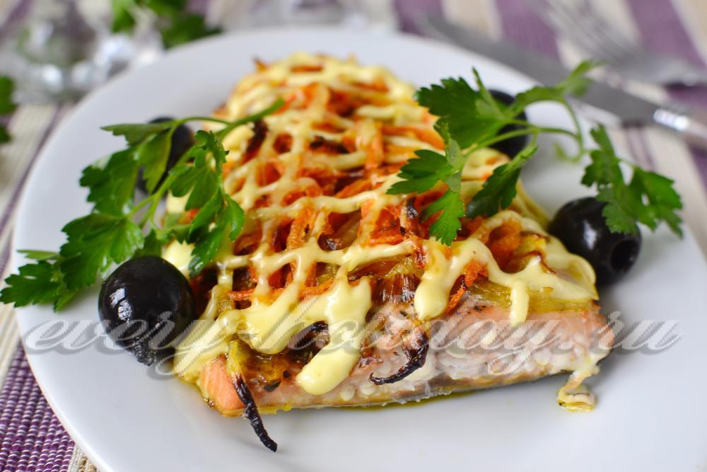 Горбуша, запеченная в духовке с овощами - 6 пошаговых фото