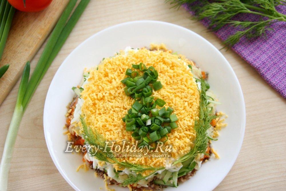 рецепты недорогих салатов с яйцами и консервой рыбной