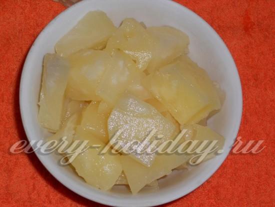 Сливаем ананасовый сок