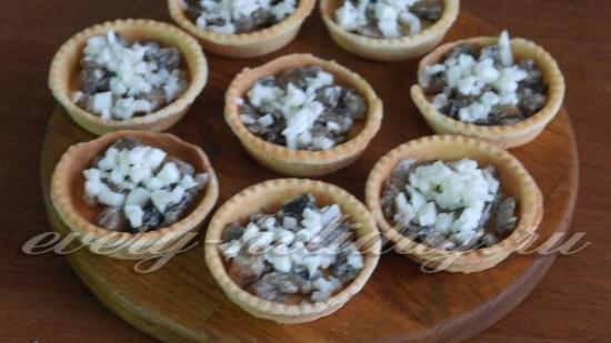 Тарталетки с салатом «Мандариновый рай» – кулинарный рецепт