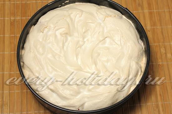 Вынимаем пирог из духовки
