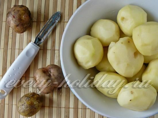 Чистим картофель