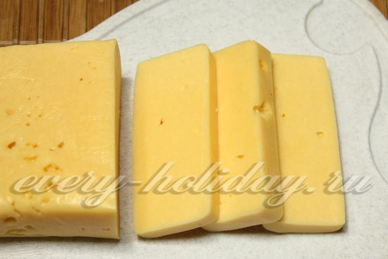 Сыр режем пластинами