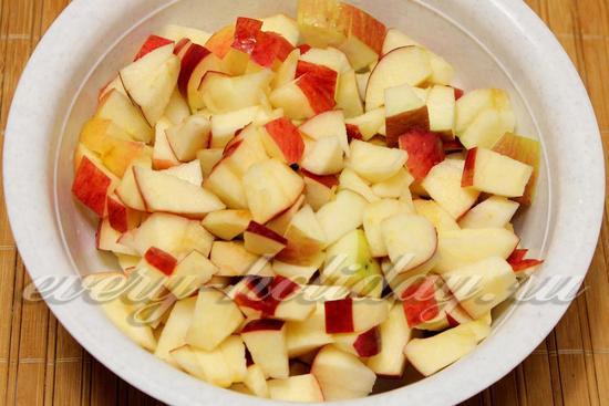 разрезать яблочки