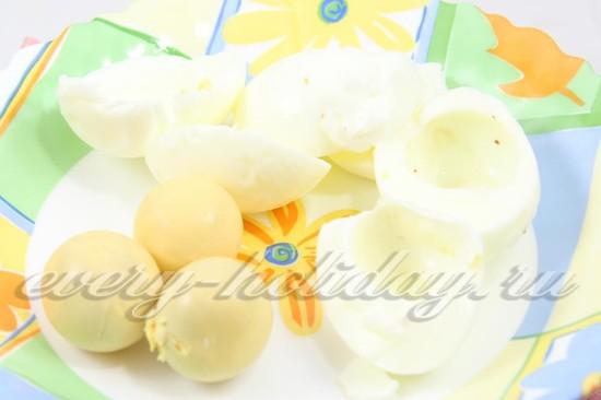 Яйца отварите