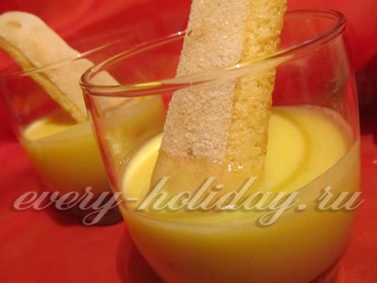 стаканы заполнить охлажденным кремом