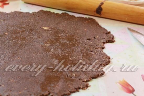 раскатайте шоколадную массу